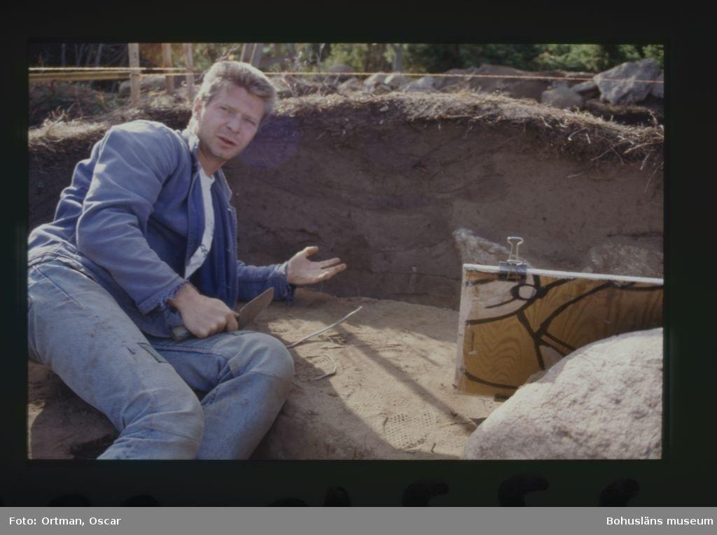 Norum 140:1 Nils Wattman förevisar gravprofilen