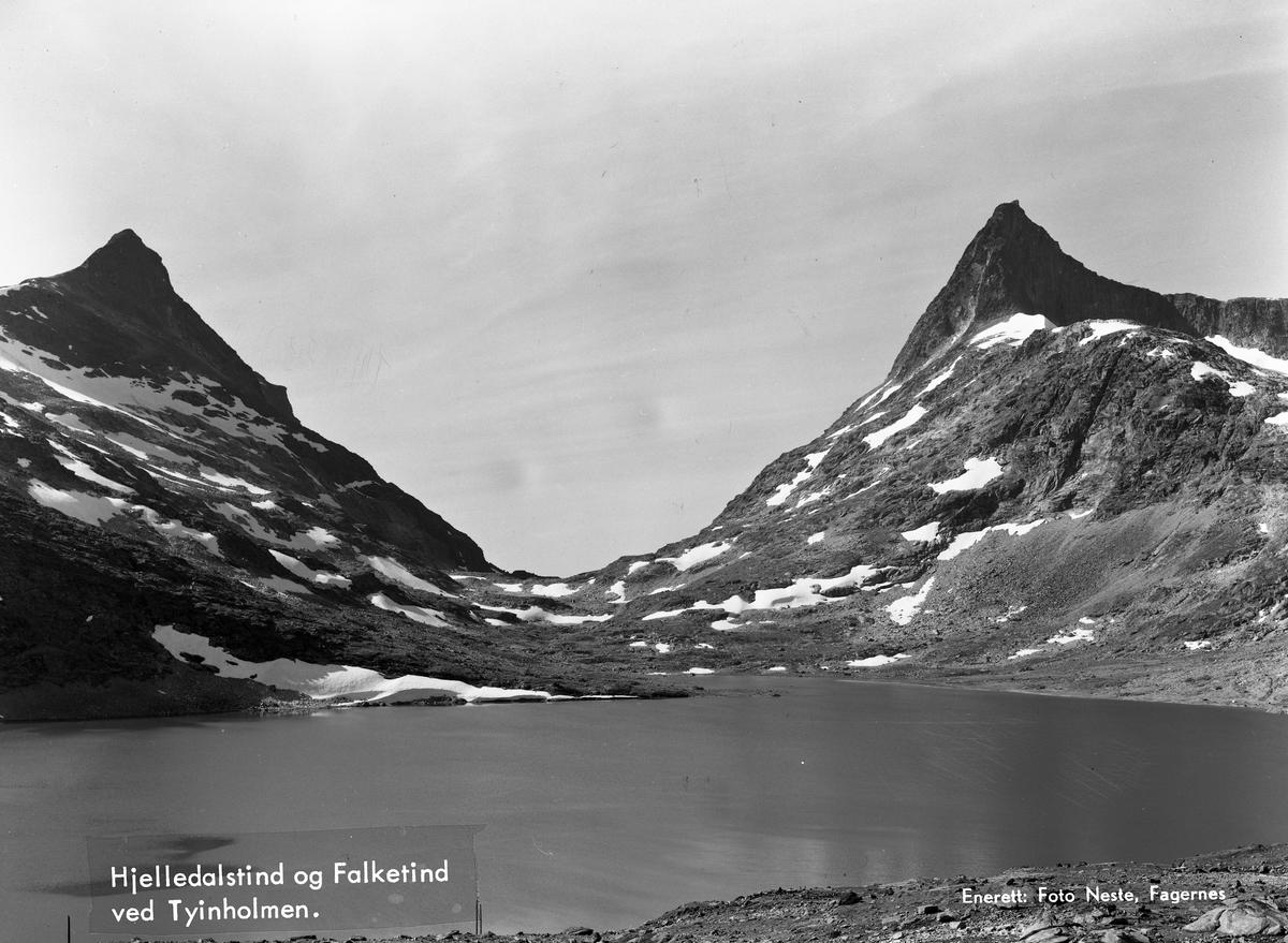 Koldedalsvatnet med Hjelledalstind og Falketind.