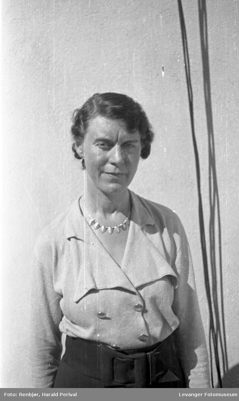 Portrett av kvinne, fru Holtermann, fornavn ukjent