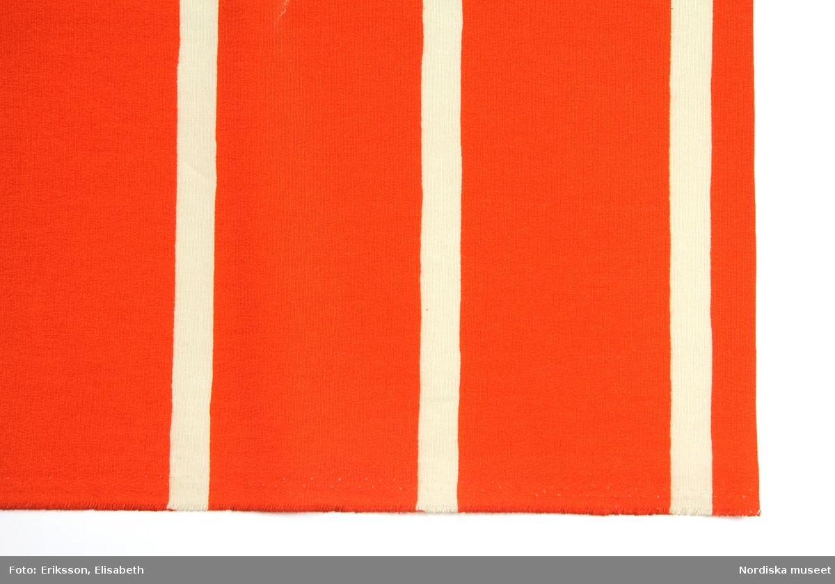 Mönster Strix och Strax, tryckta orange och beige ränder, 8,5 cm respektive 1,8 cm breda.