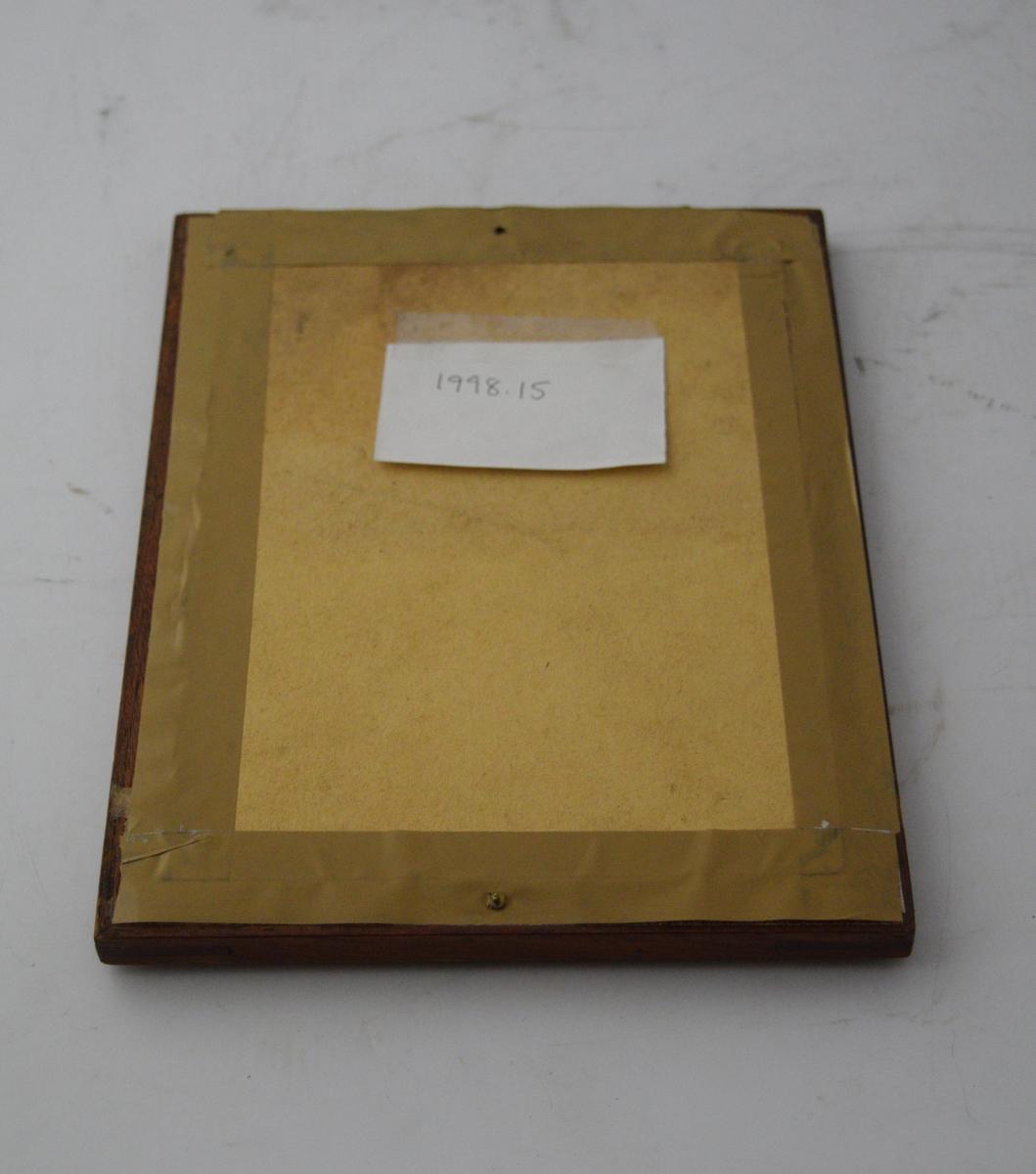 Brev i ramme. Håndskrevet på trykket form (form 902a). Ramme av tre med glass. Skrue i nedre rammelist.