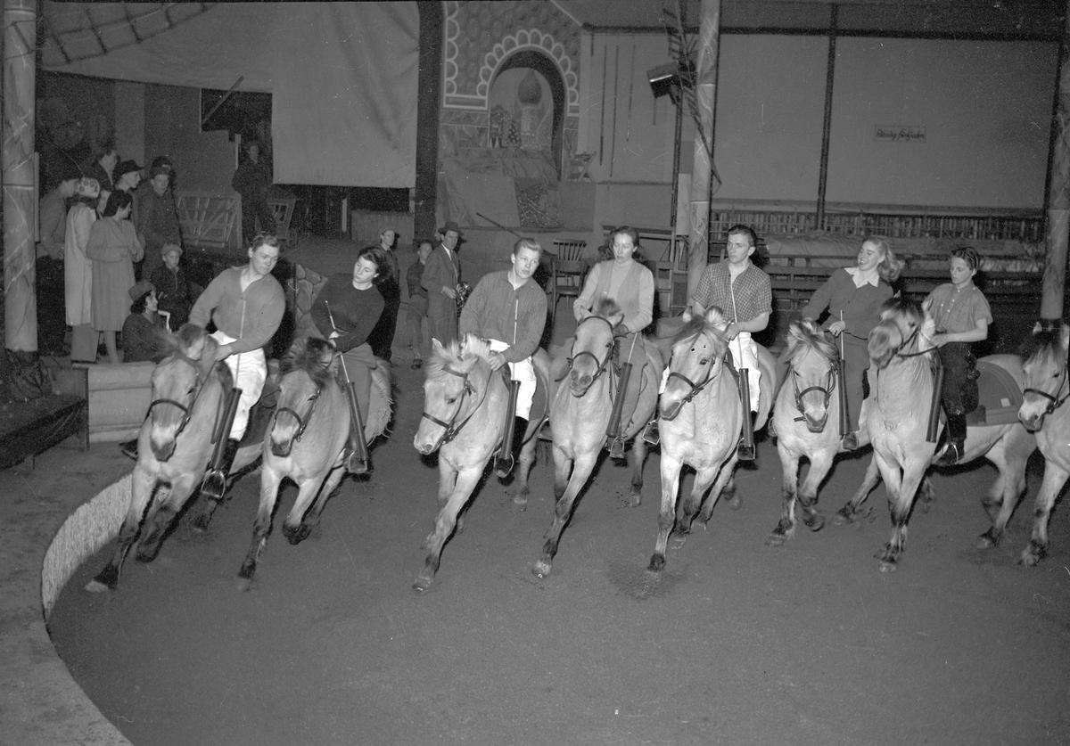 Träning i Cirkusbyggnaden som uppfördes 1940