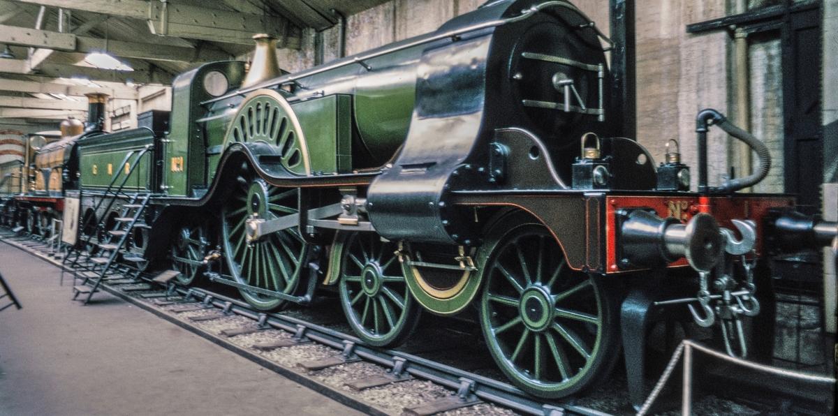 """2'A'1 damplok  Great Northern Railway nr 1 på NRM, Det nasjonale jernbanemuseet i England. """"Stirling single"""" med 8 fots (2,44 m) drivhjul. Konstruktør var Patrick Stirling 1820 - 1895"""