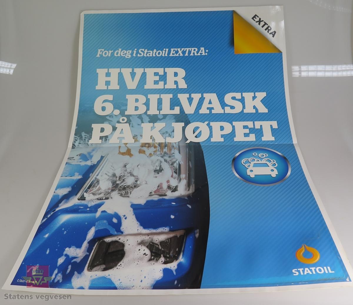 Fem ulike plakater av papp. De reklamerer for bilvask hos Statoil.