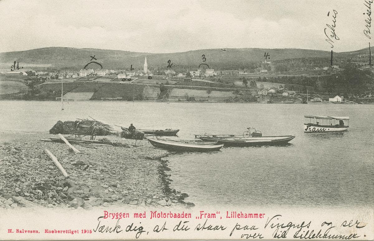 """Repro: Utsikt over Lillehammer fra brygga på Vingnes, båten """"Fram"""", postkort"""