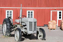 Traktoren Gråtass på Norsk Folkemuseum. Foto: Astrid Santa, Norsk Folkemuseum.
