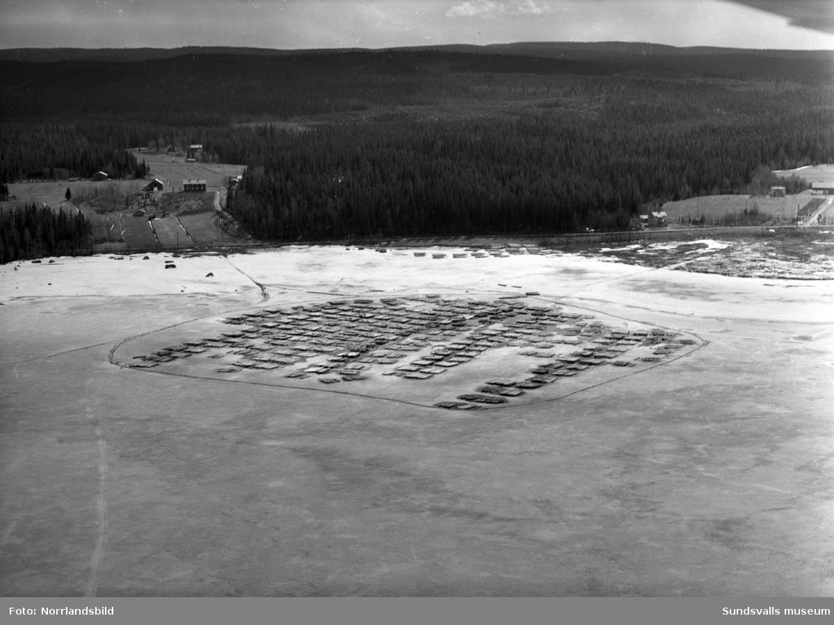 Timmeravlägg på Indalsälven, urval ur en stor grupp flygfoton.