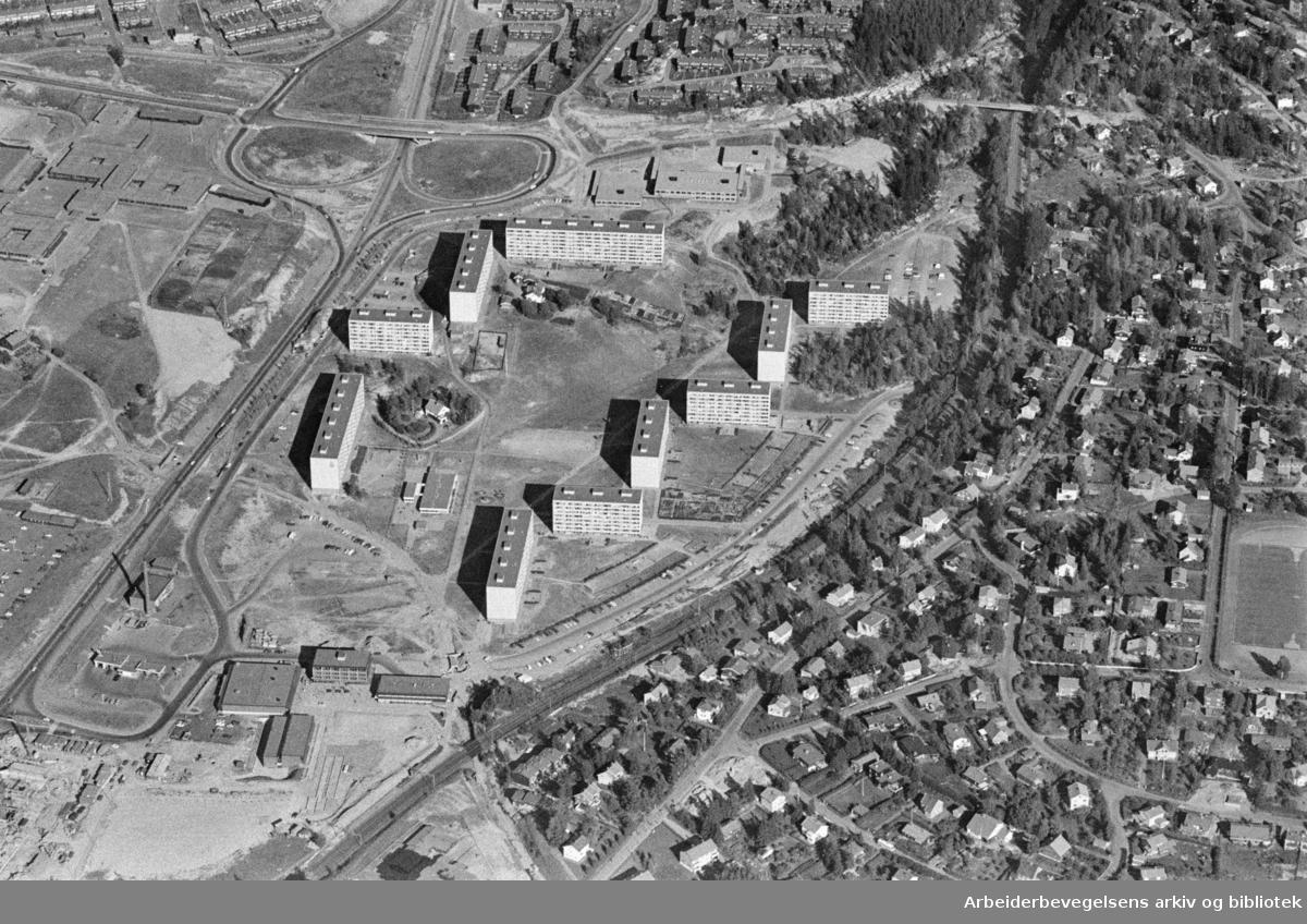 Romsås. Flyfoto over Romsås og Haugenstua. August 1976