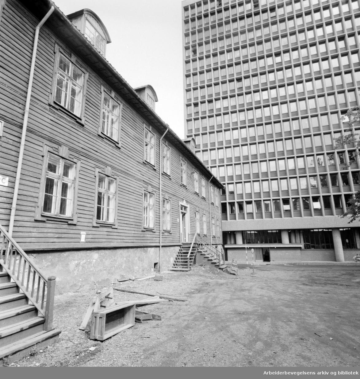 Regjeringsbygget, eksteriører. November 1961