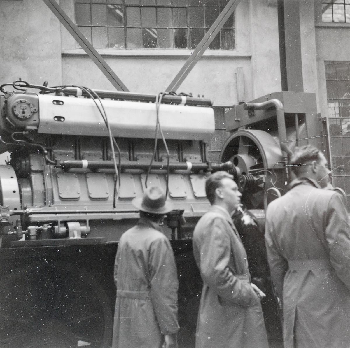 Maskineriet på diesellokomotiv for skiftetjeneste type Di 2 nr. 804 eller 805 under bygging på Thunes Mekaniske Verksted i Oslo.
