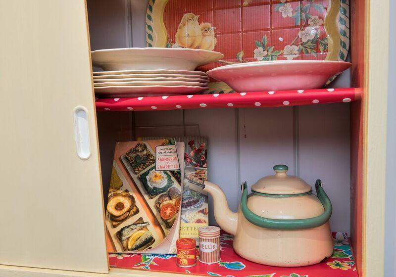 50-tallets kjøkkenskap. Foto/Photo