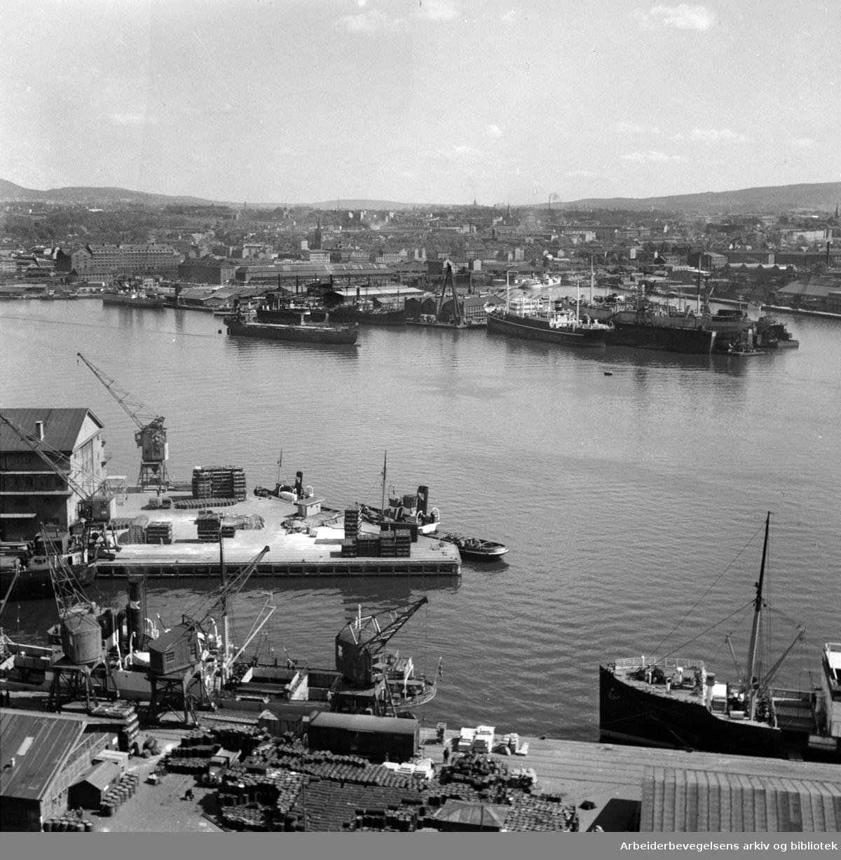 "Nylands verksted. Ny tørrdokk med ""Braemar"". Oktober 1962"
