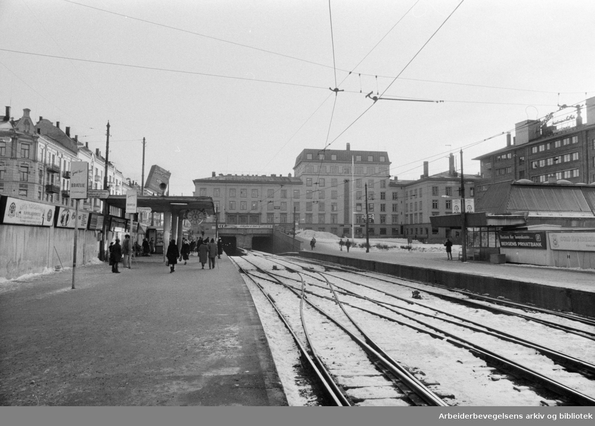 Majorstuhuset. Majorstua stasjon. November 1973