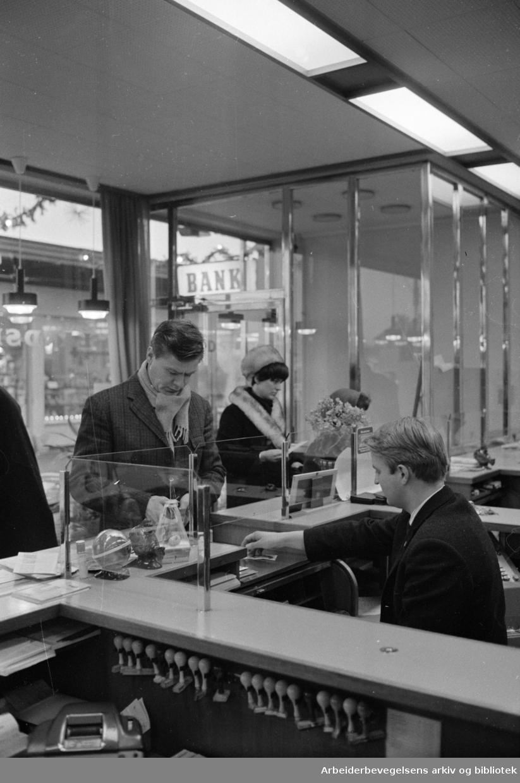 Landsbanken. Filialen på Oppsal. Desember 1968