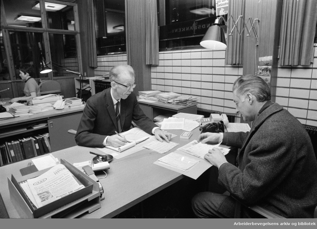 Landsbanken. Kundeservice med selvangivelsen. Avd. sjef, E. Grönset. Januar 1970