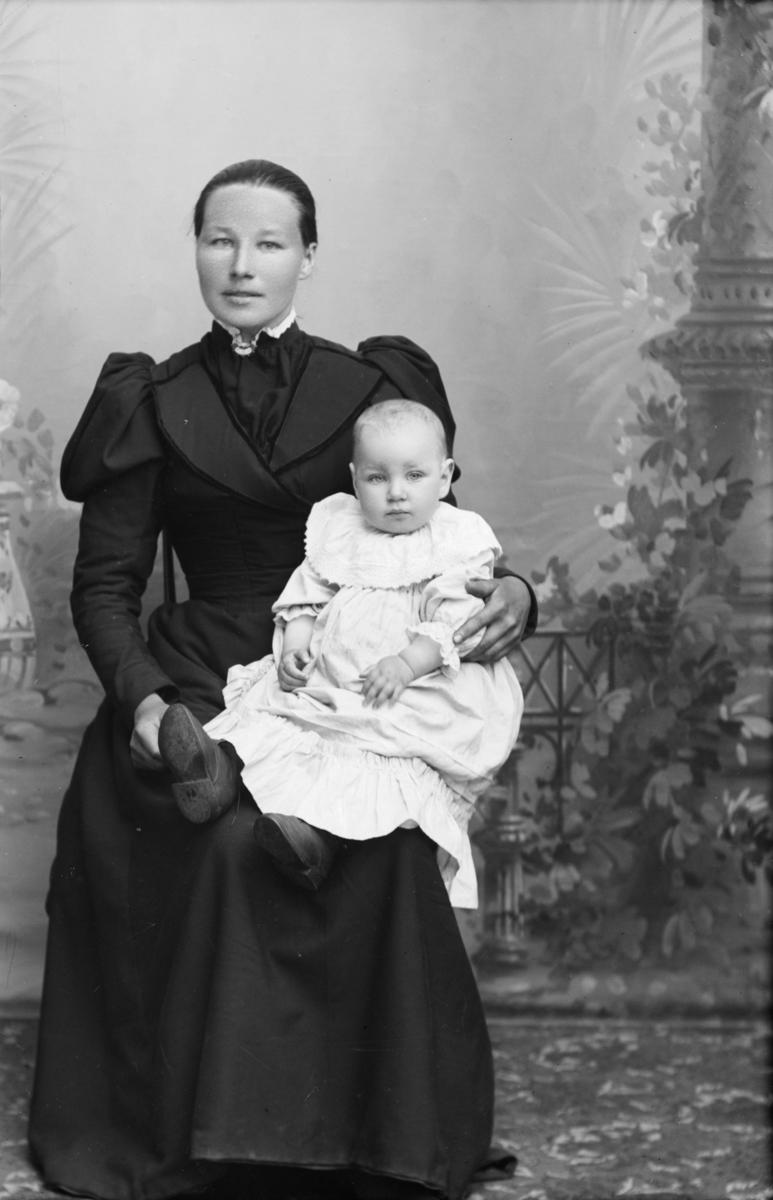 Portrett av Anna Korstadhagen med barn