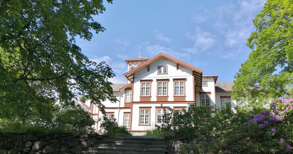 Hovedbygningen_red.jpg