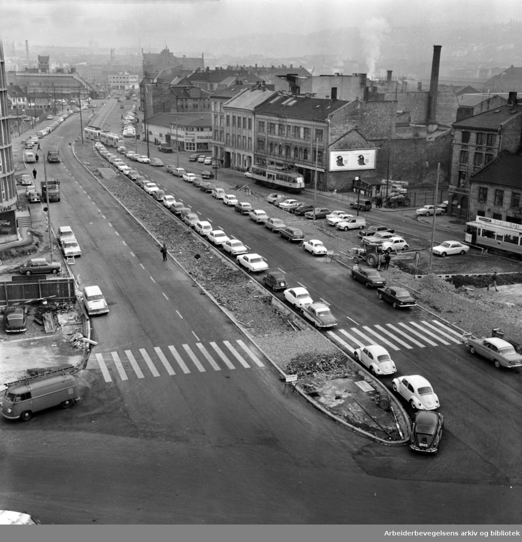 Gunerius gate. Vaterland/ Guneriusgate. 35 meter bred gate gjennom Vaterland. Den nye Guneriusgate, opparbeidet ifølge reguleringsplan for Vaterland. Oktober 1965