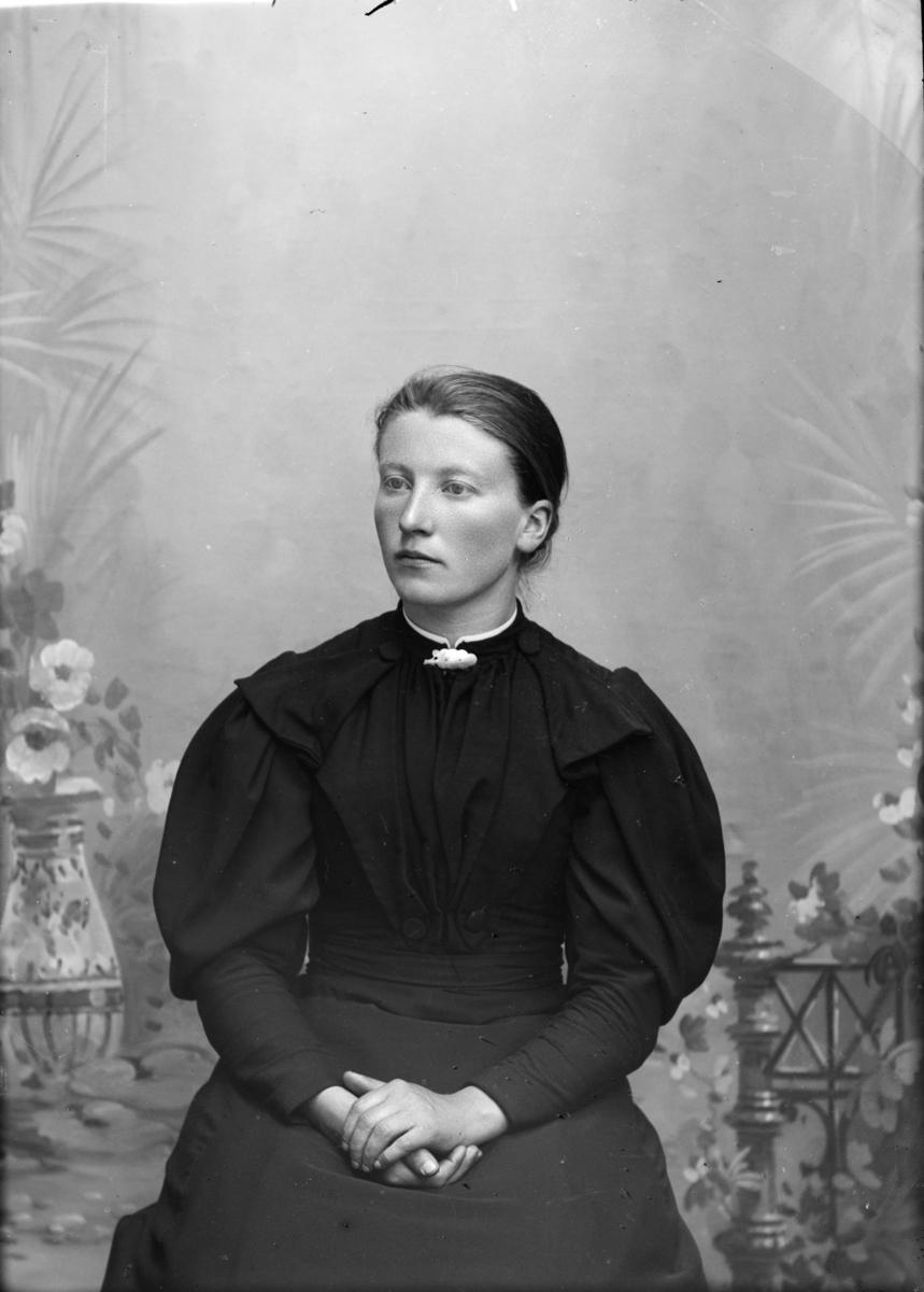 Portrett av Anna E Berge.