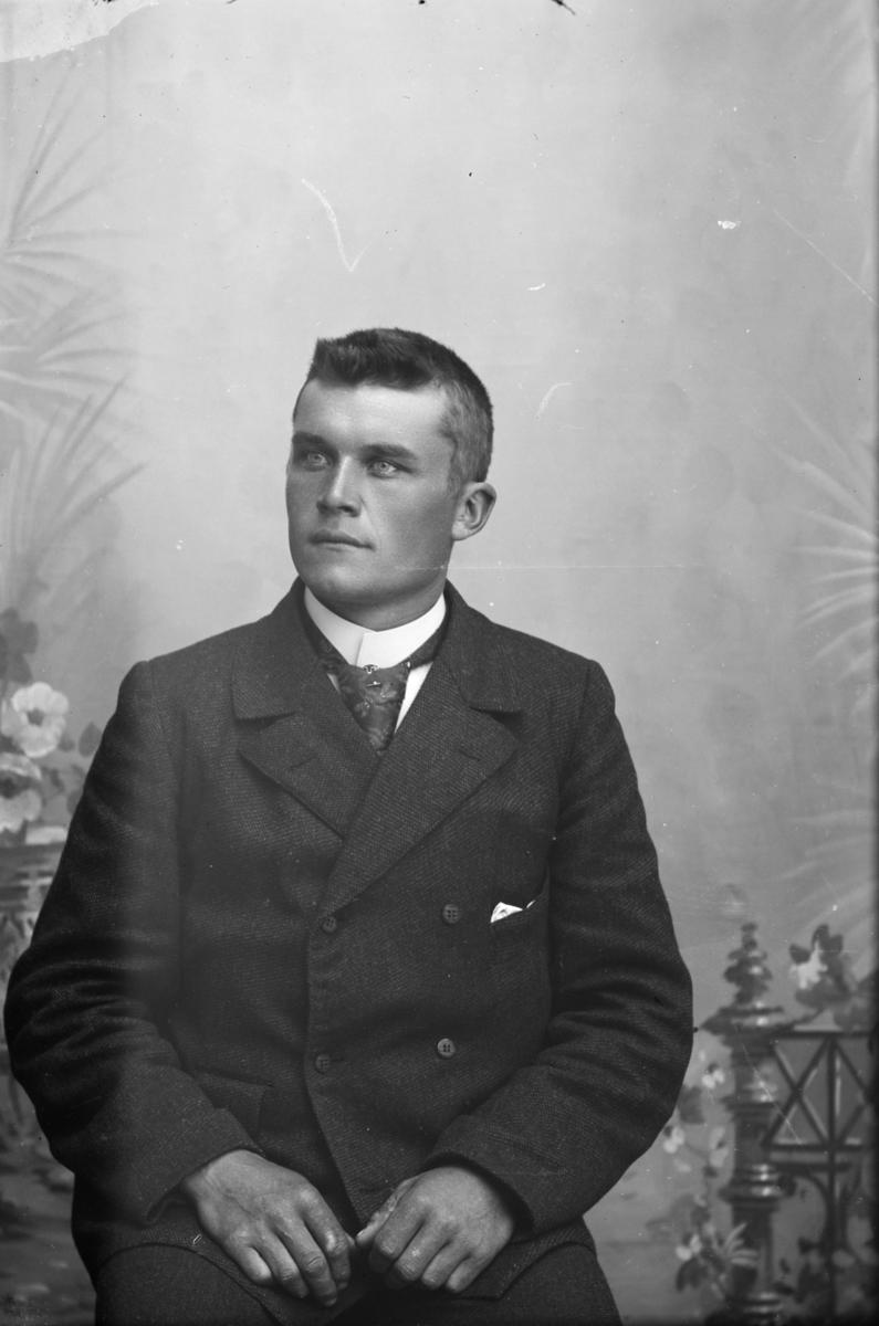 Portrett av Olaf Simonsen.