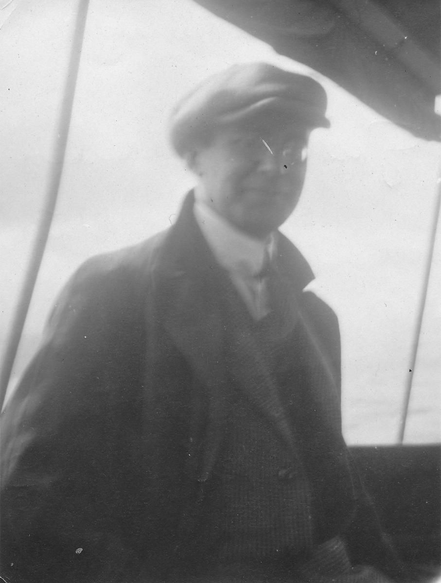 Butikkeier Gustav Andersen.