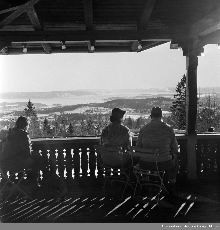 Frognerseteren. Utsikt mot byen. Februar 1958