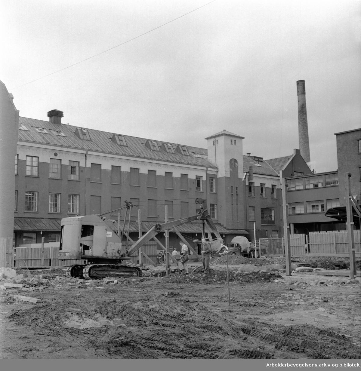 Fellesmeieriet er i gang med nybygget i Schweigårdsgate..August 1963
