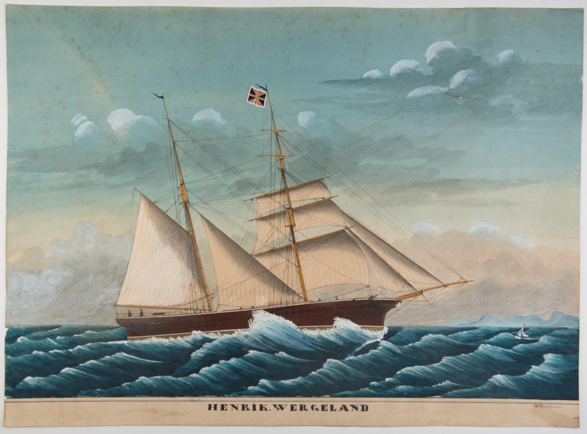 Skonnertbrigg 'Henrik Wergeland' Seiler mot høyre for styrbords halser. Følgende seil beslått: røyl, bramseil, gaftoppseil, jager. På fortoppen gjøs, mesantoppen ?? I bakgrunnen til høyre høyt land