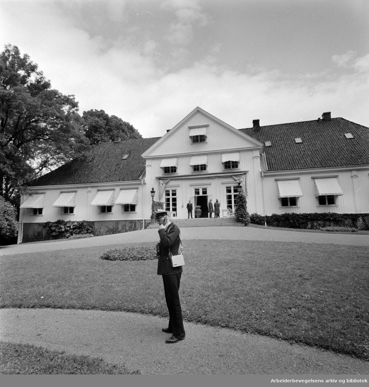 Bygdøy Kongsgård. Eksteriører. Juni 1964.
