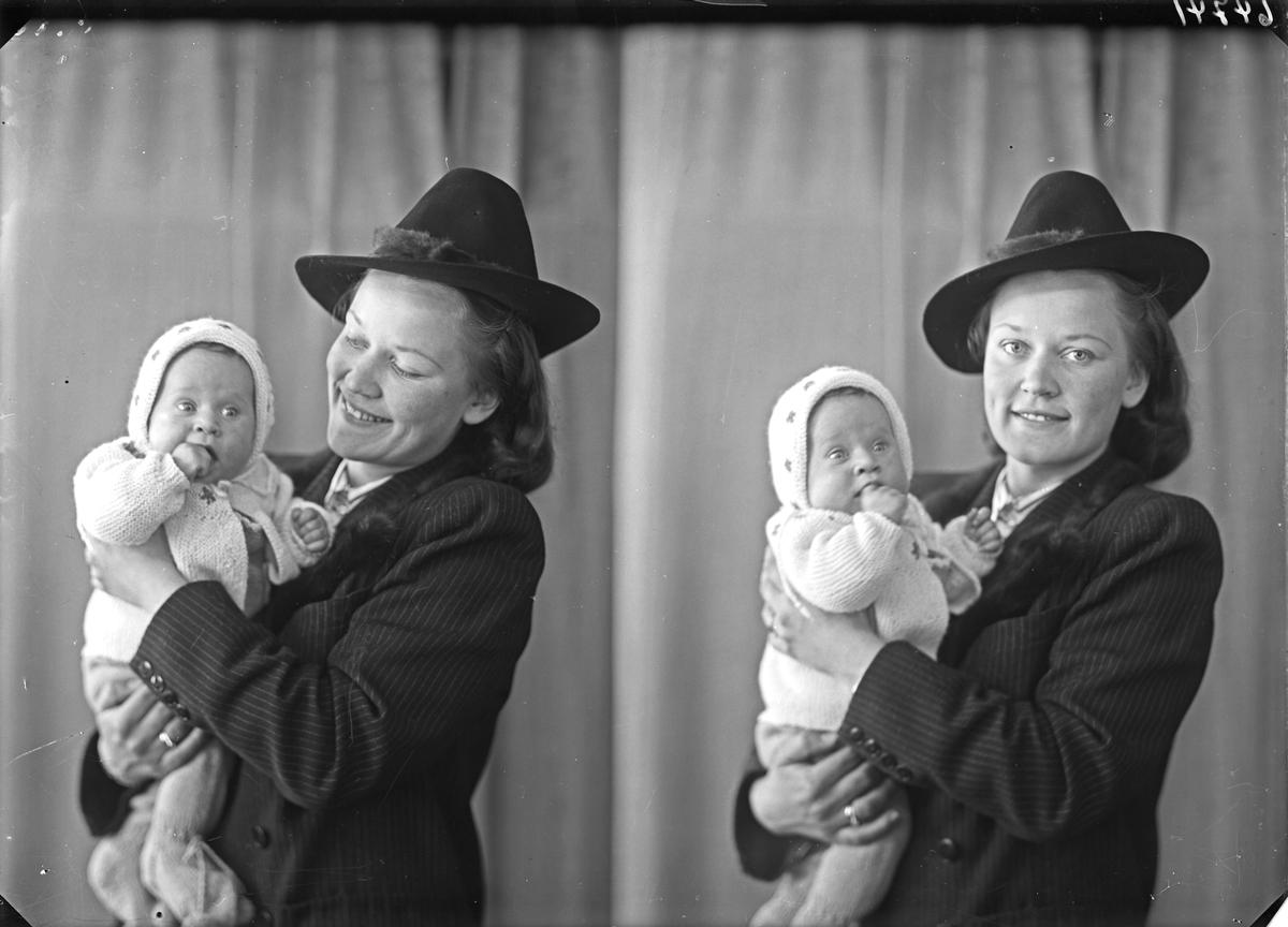 Portrett.  Familiegruppe på to. Ung kvinne med hatt og lite barn. Mor og barn. Bestilt av Doris Jønson. Erling Skjalgsonsgt. 9