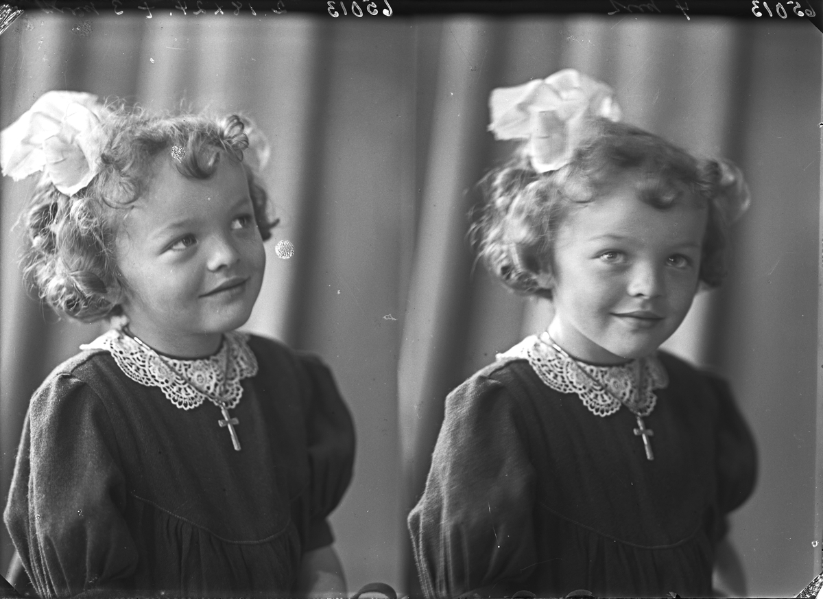 Portrett. Liten pike. Lille Kirsten poserer for fotografen. Bestilt av Fru Nanderå. Øklandsvåg.