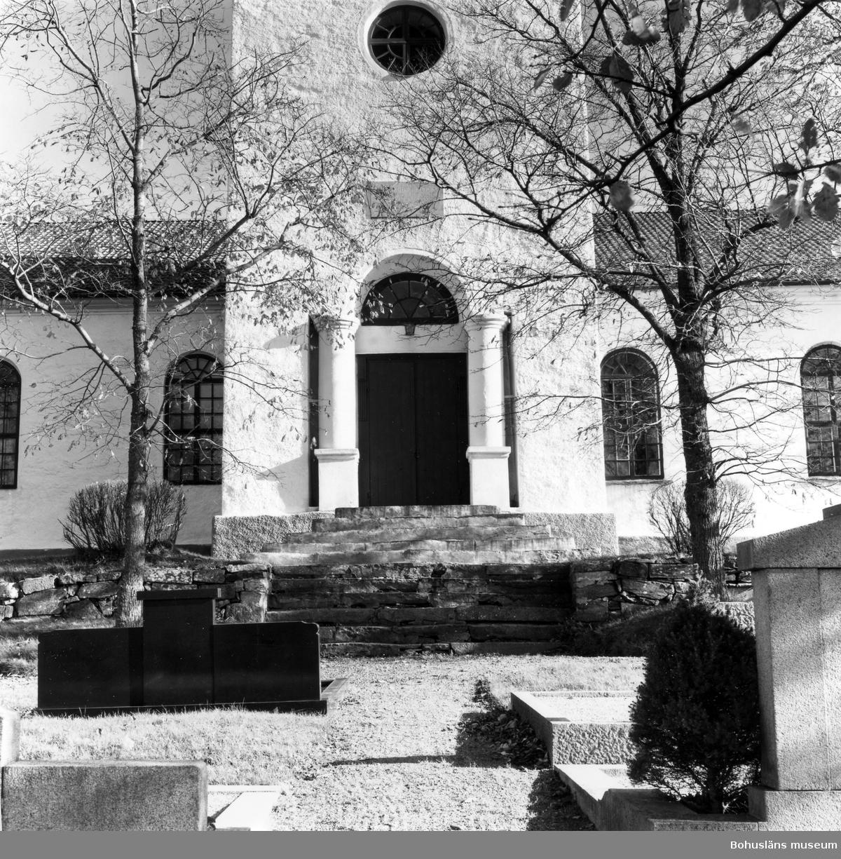 """Text till bilden: Lycke kyrka. Kyrkans huvudingång i väster""""."""