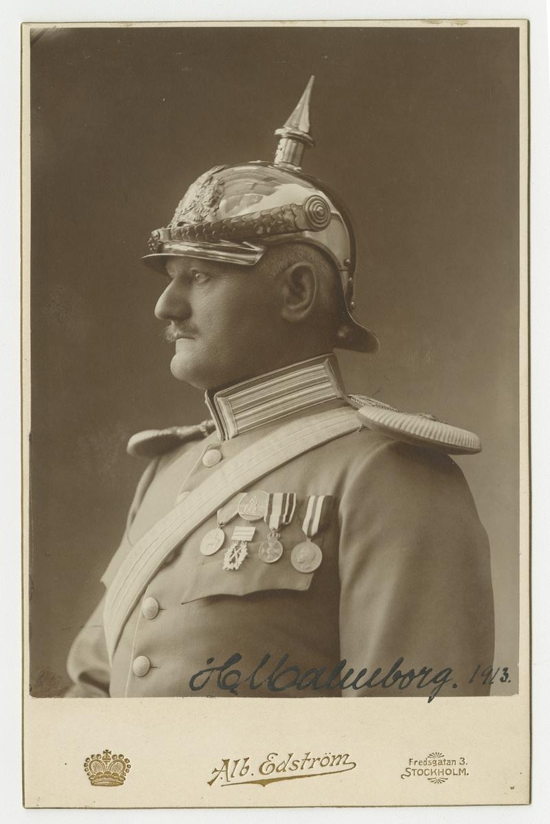Porträtt av Carl Axel Hallenborg, överstelöjtnant vid Livgardet till häst K 1.