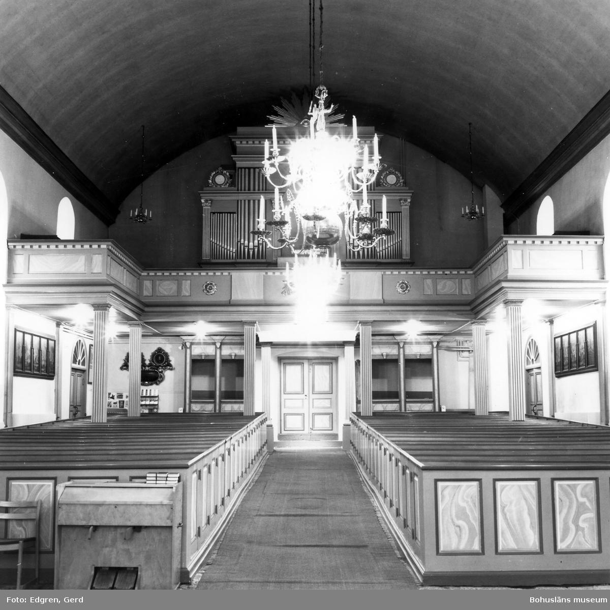 """Text till bilden: """"Marstrands kyrka. Interiör mot väster""""."""