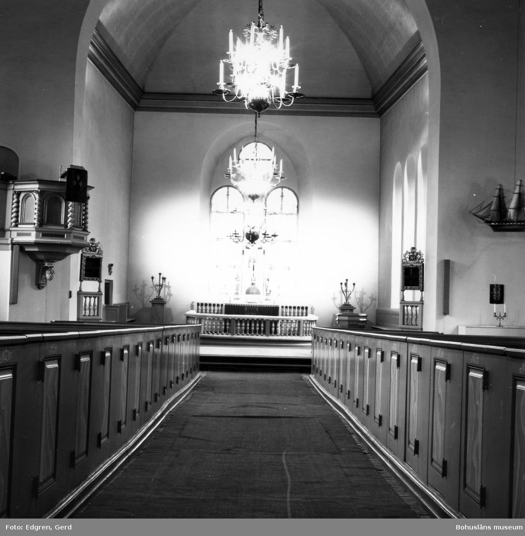 """Text till bilden: """"Marstrands kyrka. Interiör mot koret""""."""