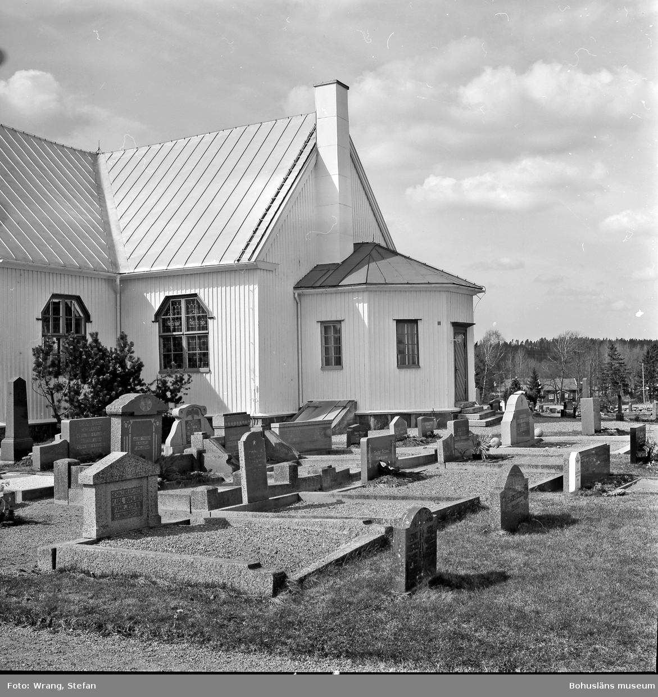"""Text till bilden: """"Hede kyrka. Koret och sakristian från sydost""""."""