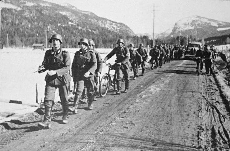 German_forces_on_march_at_Sre_yhus.jpg (Foto/Photo)