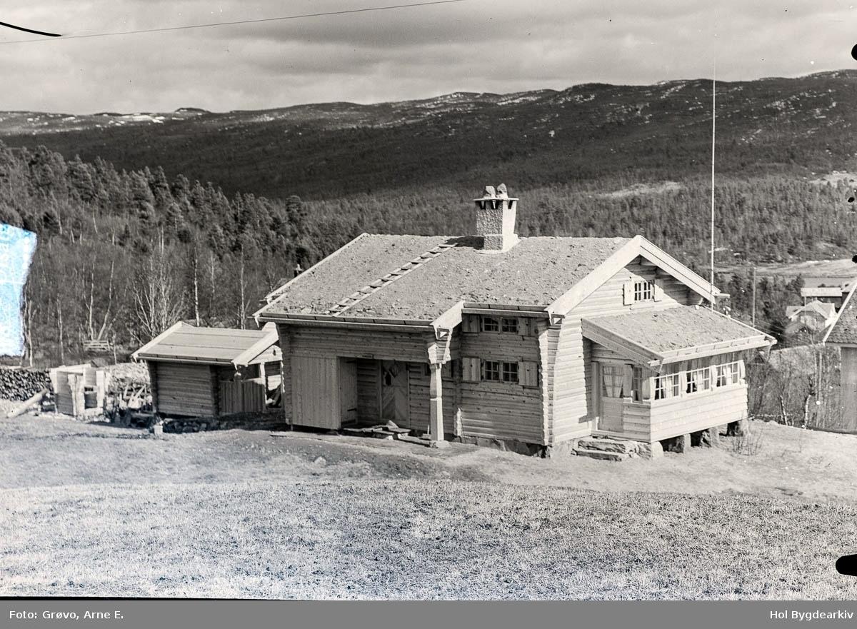 Hytte, Lyles, tømmerhytte, toetasjes, veranda, stolphus,jordtak