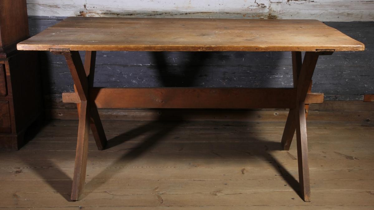 Bord, bockbord med benkryss och rektangulär skiva. Omålat.