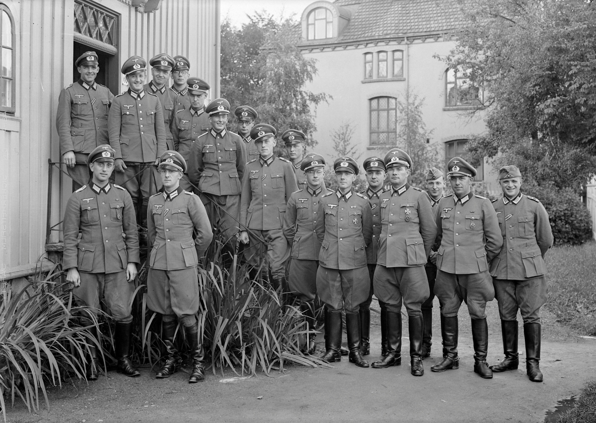 Tyske offiserer utenfor Klostergata 67