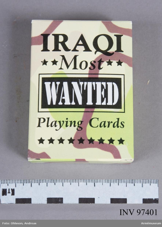 Kortleken består av 52 kort i en pappask. På spelkorten finns porträtt och namn på ledare i den irakiska regimen som de amerikanska soldaterna skulle memorera medan de spelade.