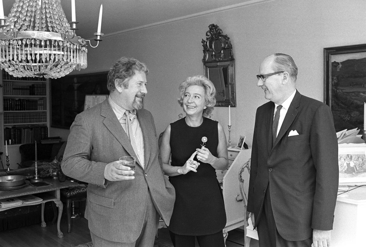 Skuespiller Og Regissør Peter Ustinov Besøker Diverse Museer I Oslo