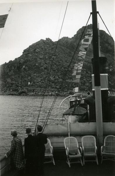Dampskip på vei inn til Nyksund i Øksnes.