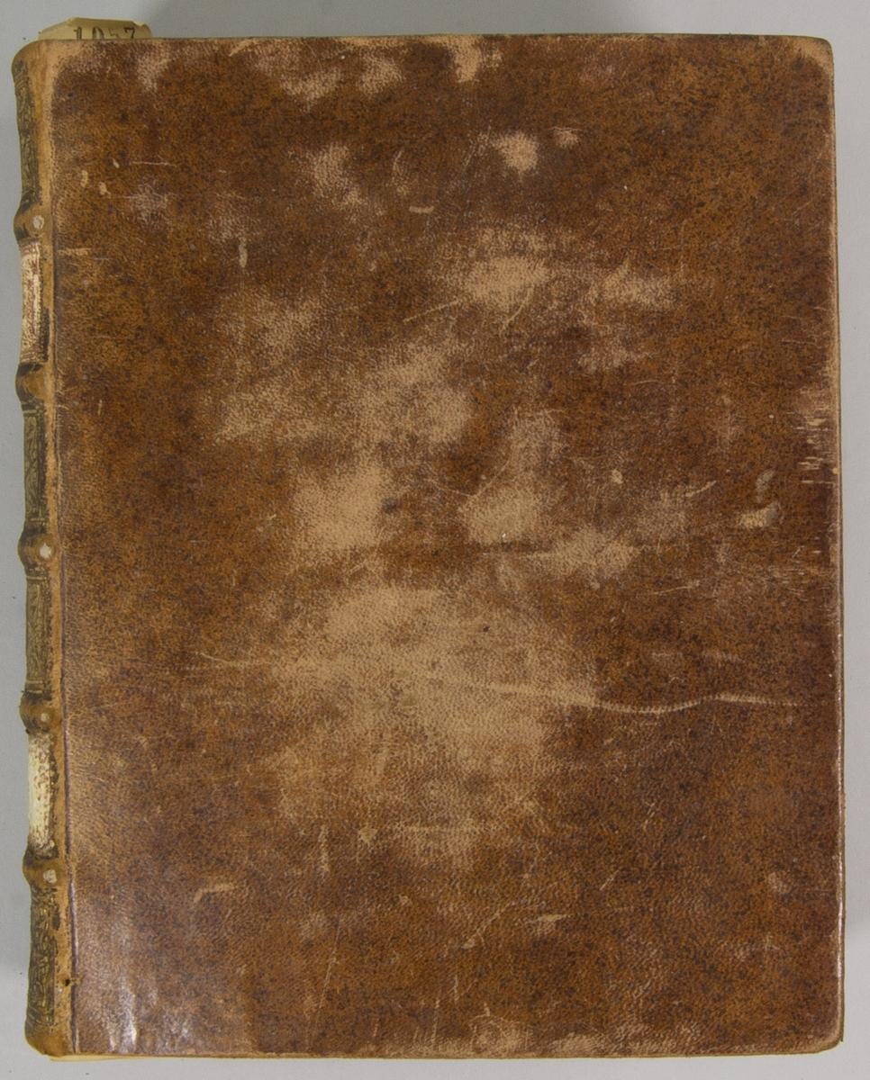 """Bok, helfranskt band """"M. Christian Schrivers siäleskatts femte del"""", tryckt i Norrköping 1726.   Skinnband med blindpressad och guldornerad rygg i fem upphöjda bind, titelfält med blindpressad titel och ett fält med initialer  E.?.B. Pärmens insida klädd med marmorerat papper. Med rödstänkt snitt."""