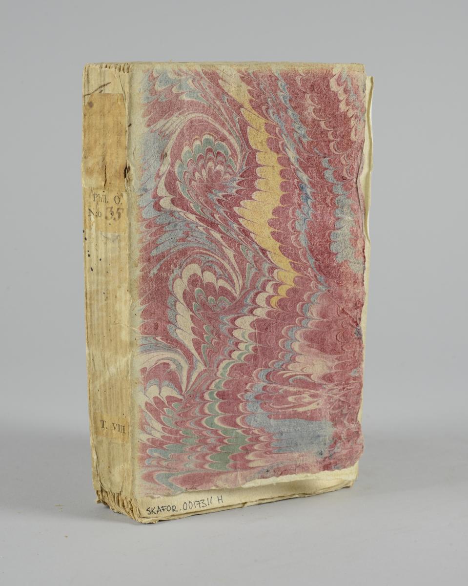 """Bok, häftad: """"Traité de l'opinion, ou mémoires pour servir à l'histoire de l'esprit humain """", skriven av Gilbert Charles Le Gendre, utgiven i Paris 1733. Vol. 4, andra delen.  Pärmen klädd i marmorerat papper, i vitt, rosa och grönt. Med oskurna snitt. Ej uppsprättad. På ryggen påklistrade pappersetiketter med titel (oläslig) och volymnummer."""