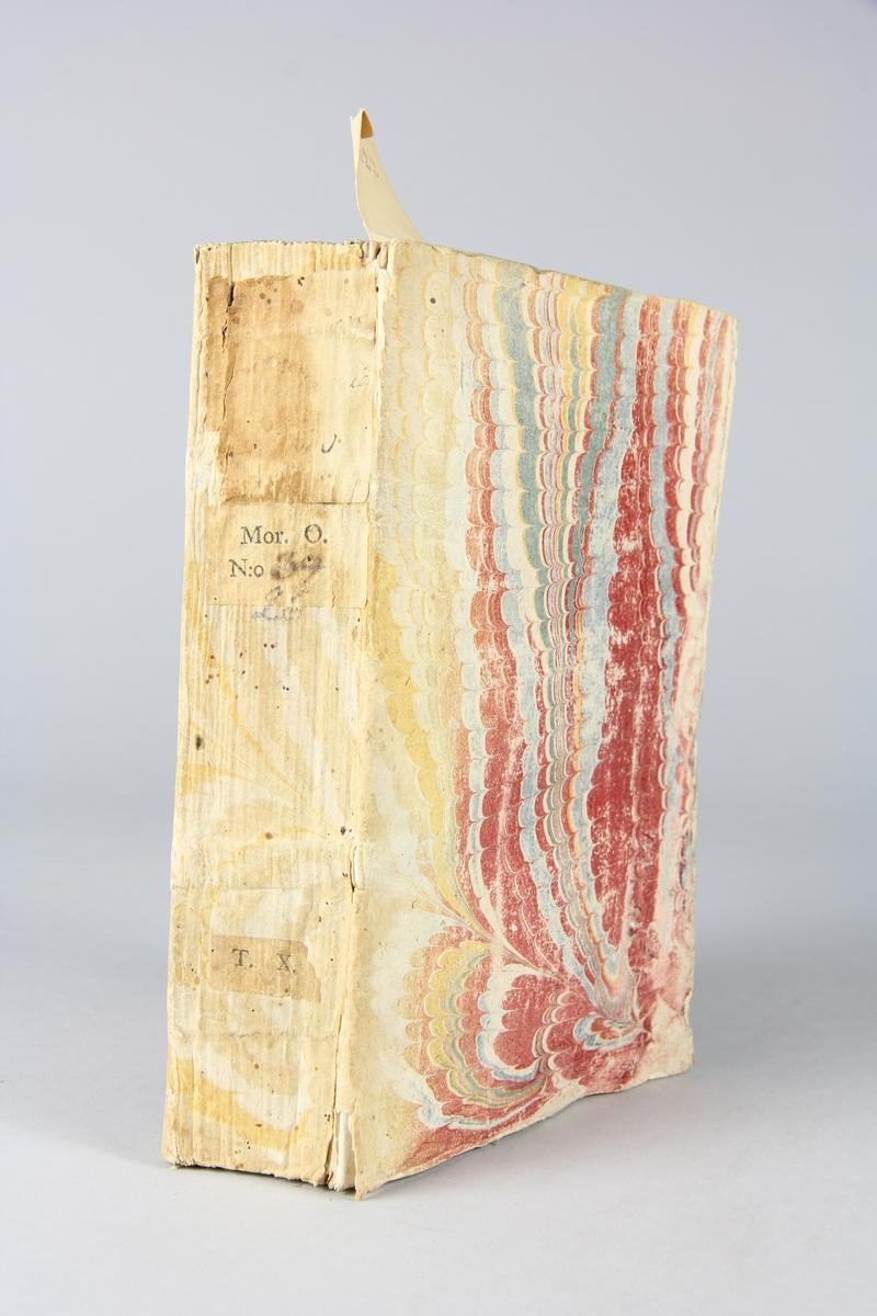 """Bok, """"Ouvrajes politiques"""", del 10, tryckt 1735 i Rotterdam. Pärmar av marmorerat papper, blekt rygg med påklistrade etiketter med titel, oläslig, och samlingsnummer Oskuret snitt, ej uppskuren."""