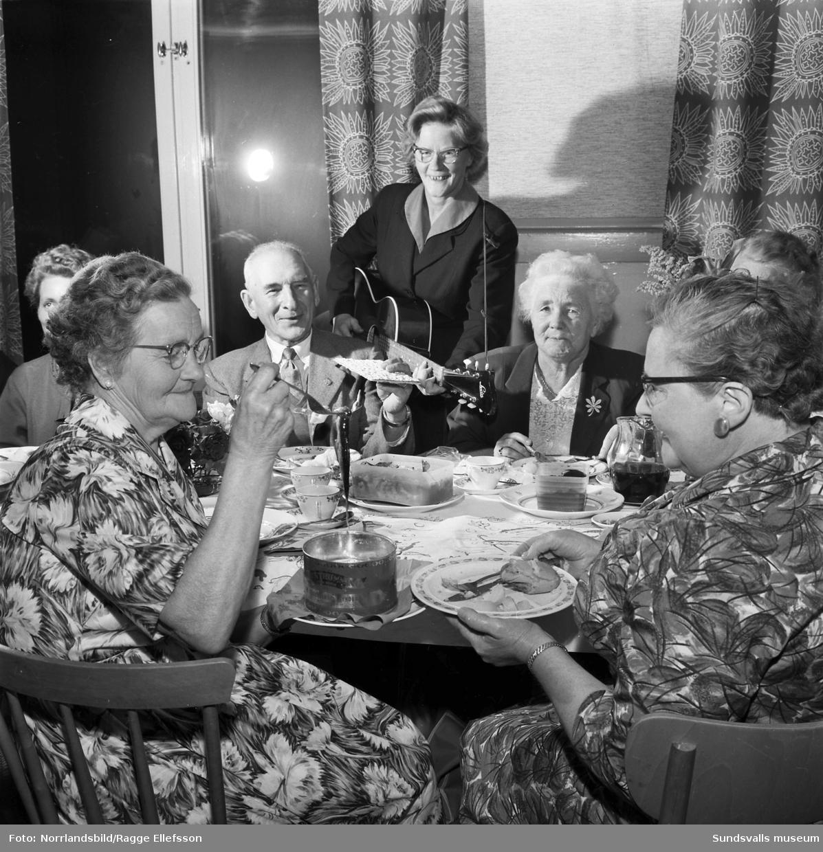 Kvinnoklubben i Söråker arrangerar surströmmingsfest.