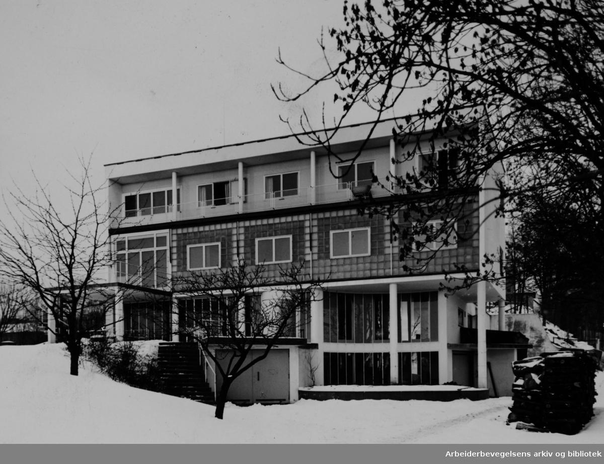 "Akershus Fylkes Spebarnsheim. Rolf E. Stenersen, (""Villa Stenersen"". Túengen Allé 10. Januar 1944"