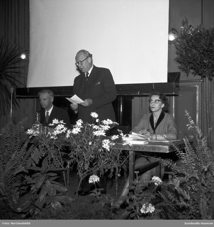 Vägföreningens möte i Stadshussalongen.