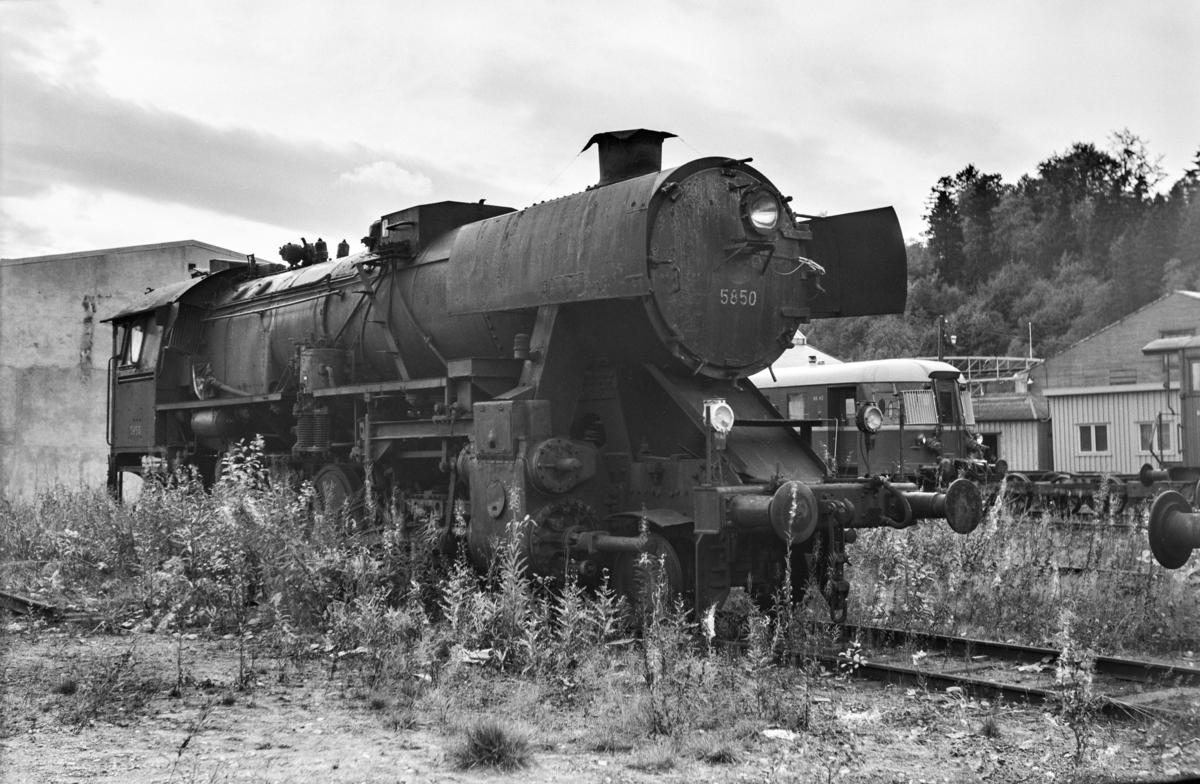 Hensatt damplokomotiv type 63a nr. 5850 på Marienborg.